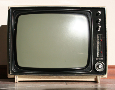 old-television-yajklsew