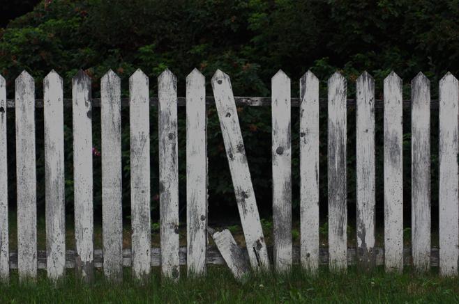 APDH47 broken picket fence