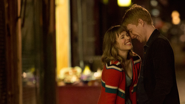 Rachel McAdams and Domhnall Gleeson on a date in the movie About Time.